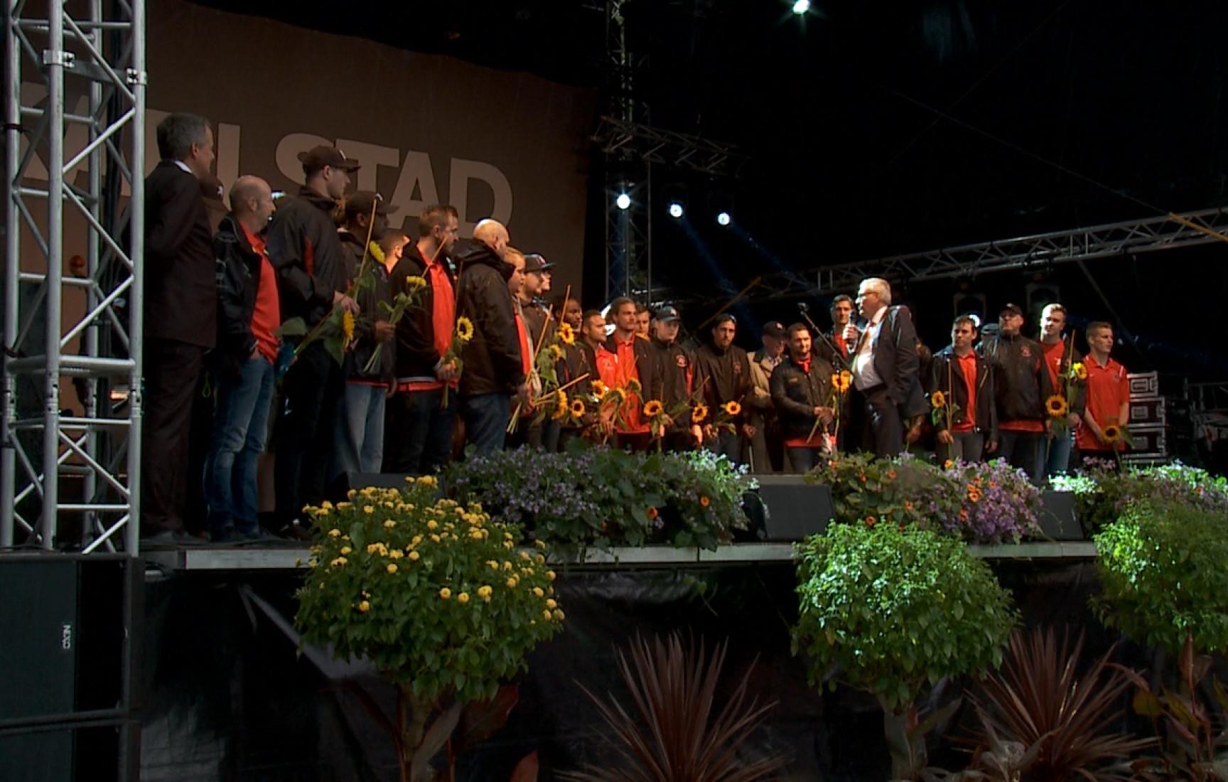 Glimt Sport – Carlstad Crusaders hyllade på Stora torget